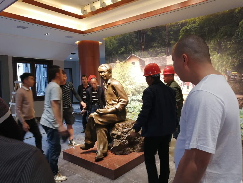 主席雕像安装现场